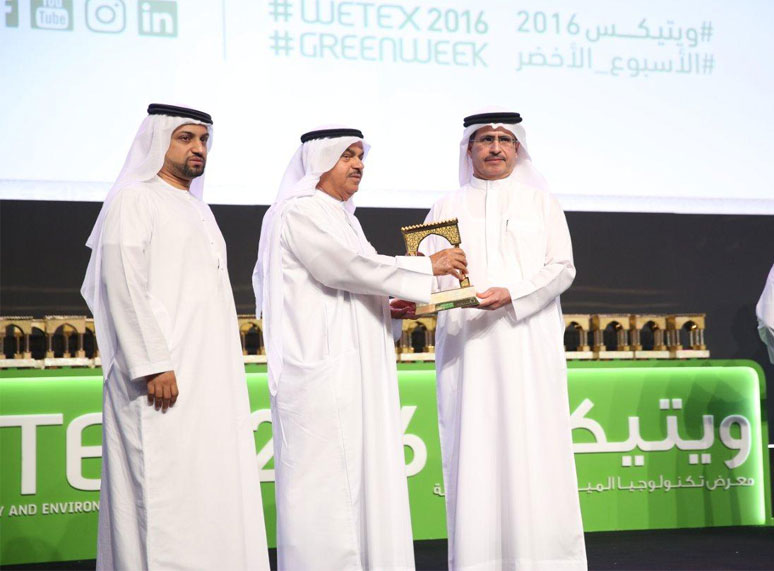 AMS Chairman receives WETEX 2016 Trophy from  Shk. Saeed Al Tayer